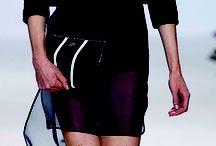 Bí mật công sở: ví cầm tay chữ nhật / Loại ví hình chữ nhật dáng không quá to hoặc quá nhỏ là phụ trang phù hợp cho mọi hoàn cảnh. Tùy vào chất liệu và thiết kế của ví, bạn có thể khéo léo kết hợp với đồ công sở, đầm dạo phố hay trang phục dạ hội. - See more at: http://www.elle.vn/content/bi-mat-cong-so-vi-cam-tay-chu-nhat#sthash.3vfYa0Y6.dpuf