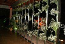 Decoração para Casamentos / A decoração de eventos inclui uma gama de itens, notadamente flores e arranjos, que darão suporte visual para que seu evento seja requintado, alegre e também funcional.