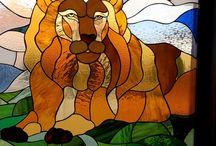 Vadászjelenet – Színes Ólomüveg Ablak Ajtó Betét / Vadászjelenet – Színes Ólomüveg Ablak Ajtó Betét http://hu.sooscsilla.com/magan-vallalati-olomuveg-ablak-ajto/ http://hu.sooscsilla.com/portfolio/vadaszjelenet-szines-olomuveg-ablak-ajto-betet/