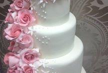 Trailing flowers wedding cakes