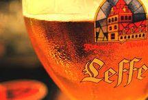 Rock Side Pub Drink / Drink :Tante Spine a rotazione,ed un menù intero di bottiglie di birra da tutto il mondo. Cocktails classici o della casa,con ingredienti freschissimi,amari e vini preparati solo per noi. Con la bella stagione arrivano anche i 20 tipi di Mojito,preparati con frutta e menta del nostro orto! Sotto alcuni esempi :