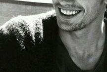 A férfi, ha mosolyog