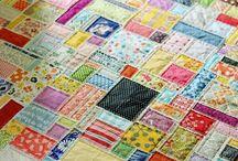 Patchwork / El patchwork es el arte de unir telas de diferentes colores y tamaños (retales) utilizando múltiples técnicas para llegar a formar distintos motivos y objetos útiles o simplemente decorativos (colchas, manteles, cojines, tapices, cuadros, cestas, cajas, etc.).
