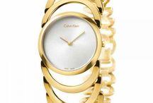 Kadın Saatleri / Saat sadece zamanı göstermez, tarzını da gösterir. İster asi bir tarz, ister başarılı bir yemeği taçlandıracak şıklıkta modeller. Klasik çizgilerden vazgeçemeyenlere modern alternatifler. En beğenilen saat modellerine ve bir çok markanın öne çıkan saat çeşitlerine Nemoda ile ulaşabileceksiniz. Momentus, Kenneth Cole, Tımex, Vıalux , Nıxon, Haurex, Dıablo, Ltd Watch, Darlıng, Marc Ecko, Nautıca ve Northwest markalarının erkek ve bayan modelleri içinde hemen gönlünüze göre bir saat bulabilirsiniz.