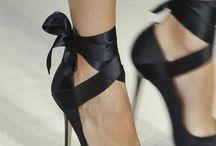 Scarpe, scarpe e ancora scarpe / Perché le scarpe non sono mai abbastanza
