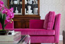 SOFÁS COLORIDOS / Sofás, sofás coloridos, sofá amarelo, sofá rosa, sofá azul, sofá verde, sofá de veludo, como usar sofá colorido, dicas para usar sofá colorido, cuidados com sofá, como limpar sofá, tendências de decoração, tecido para sofá, sofá para quem tem gatos