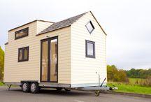 Tiny house : maison mobile et fenêtres en bois