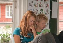 Lær at læse / Http://www.lmlkurser.dk Mission Tage fat i alle dem hvor kæden er røget af og få den på igen, så de så vidt muligt kan forblive i deres nuværende klasse. Firmabeskrivelse Vi hjælper børn der har svært ved at læse med at knække læsekoden. Email: info@lmlkurser.dk Generel information Se hvornår der er Kurser og Gratis Læsetest  Http://www.lmlkurser.dk