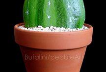 cactus di pietra /  cactus stone / fiori realizzati su base di legno, mediante assemblaggio di sassi dipinti  flowers made of wooden base, through assembly of painted rocks