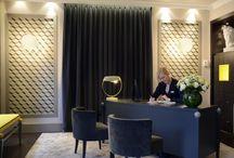 Hotel Le Marquis / Amoureux de l'élégance et du style parisien, l'hôtel Le Marquis vous offre un moment de détente grâce à son bar et son séduisant patio hors du temps. Vous entrez dans un univers original et cosy qui symbolise les valeurs de l'hôtel.