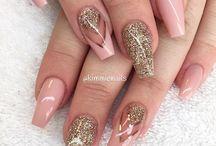 Dolly's nails