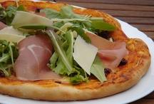 Pizza , tepsis tésztás ételek