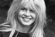 """Bardot. / """"Uma Bardot pra mim. Uma Bardot pra você. Uma diferente dos filmes. Umas que se pareça com você, que sorri como você, que fale e dance como você. Me dê uma filha, prá dar o nome de Brigitte Bardot."""" - Frida Costa."""