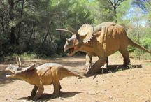 Un jour un dinosaure / Mes enfants sont fans des dinosaures ! Et je dois dire qu'ils fascinent les petits et les grands depuis un bon moment.  Sélection de tout ce qui touche au thème des dinosaures. #dinosaure #jeuenfant #jouetenfant #figurine
