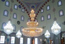 Bristol Cami Dekorasyonu / Camiler; İslamın simgesi, Müslümanların huzur mekanlarıdır. Mağbetler fiziği ile dünyaya, ruhu ile ahiretin güzelliğini yansıtmalıdır. Bunun için zanaatımız ile camileri nakış nakış sanata dönüştürüyoruz. İstiyoruzki; camilerimiz huzurun yaşandığı cennet bahçesi olsun.  ÜRÜNLERİMİZ *  Cami avizeleri *  Cami kalem işleri *  Mihrap ahşap işleri *  Minber ahşap işleri *  Kubbe dış kaplaması 0532460203