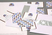 Hanze Advocaat / Voor Hanze Advocaat ontwikkelde Dizain (www.dizain.nl) onder meer een visuele identiteit (logo en huisstijl). Deze sluiten nauw aan op de merkwaarden van de organisatie: specialist, authentiek, doortastend, bekwaam, balans, transparant en eigentijds.