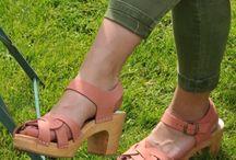 sofa sandale bois a talon