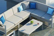 Zumm Collection / Kolekcia ZUMM – predstavuje moderné riešenie pre zariadenia zimných záhrad, na terasy, k bazénom, do kaviarní.  Konštrukcia je ľahká a má moderný design.   Čalúnenie je z polyesteru impregnovaného teflónom – môže sa prať, bez aviváže.