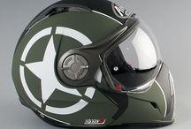 Motos e capacetes