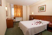Hcc hotels: habitaciones / Las habitaciones de hcc hotels ofrecen un ambiente cálido y relajada para un perfecto descanso tras un día lleno de actividad en nuestra ciudad.
