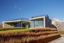 W.I.N.D. House UNSTUDIO / Schitterend project wat we hebben mogen maken in Noord Holland. De gebogen ruiten geven deze woning een meer dan bijzondere uitstraling.