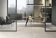 Betonlook tegels / Op zoek naar een zo'n mooie betonlook tegelvloer? Doe hier je inspiratie op en onze tegeladviseurs in onze showrooms in Leiden en Capelle aan den IJssel vertellen je er graag alles over! #beton | #tegelvloer | #vloertegels | #grijs | #ecru |#beige | #inspiratie | #woonkamer | #badkamer | #plavuizen