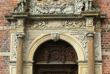 Портал (архитектура) — главный вход большого архитектурного сооружения.