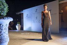Evento Jamal Taslaq presso Villa Il Sogno / Quaranta abiti tra cui tailleurs, cocktail dress e gli immancabili abiti da sera, tutti caratterizzati da tagli geometrici che scivolano sul corpo accarezzandolo armoniosamente, dando a chi li indossa grinta e carattere.