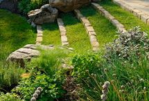 Gorgeous Gardens inspiration and instructions / Pictures of gardens that inspire you to get out and work your green thumb, DIY ideas, and tips for making your own.