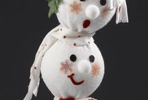 Снеговики, елки, игрушки из лампочек и др.