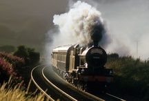 Trens - trilhos / Ah! felicidade Em que vagão de trem noturno viajarás? (Chico Buarque)