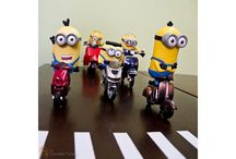 Minions em uma moto por dia - por Osvaldo Furiatto