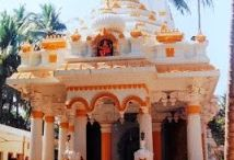 Ganesh Mandir  / This temple was built by the famous astrologer, Shri Jayantrao Salgaonkar, who created the popular almanac known as 'Kalnirnay'. Its hall has eight idols of Lord Ganesha that are carved on the ceiling.
