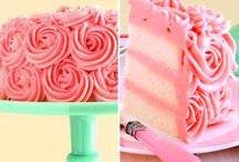 Cakes of Color / We adore colorful cakes!