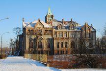 Sosnowiec - Nowy Pałac Schoena / Nowy Pałac Schoena w Sosnowcu wzniesiony na koniec XIX w. w stylu eklektycznym, na zlecenie Oskara Schöna. Od 1945 r. pełni ponownie funkcję siedziby sądu.