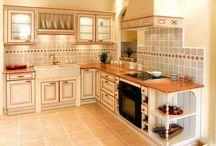 CUISINES ÉQUIPÉES (Provençales, traditionnelles, rustiques) / modèles de cuisines équipées