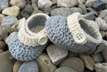 Crochets tiny shoes
