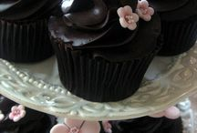 Cake/cupcake Decorating ideas / by Kelly Lee Siegler