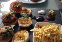 MiniBurguers / Nuestras famosas minis con tres tipos de carne: Ternera, Avestruz e Ibérica con mogollón de salsas para que te vuelvas loco.