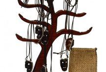 Artigianato / Artigianato sardo: arte tessile, artigianato in pietra e cemento, bigiotteria, ceramiche, coltelli, maschere ed oggetti di legno
