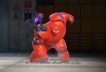 """Big Hero 6 / Met de emoties en humor die men verwacht van de Walt Disney Animation Studios, presenteren we """"Big Hero 6"""", een komedie vol actie over het robotica wonderkind Hiro Hamada, die gekatapulteerd wordt in een gevaarlijk verhaal en zijn beste vriend - een robot genaamd Baymax - moet transformeren...  Big Hero 6 zal vanaf 11 februari 2015 te zien zijn in de Belgische bioscopen."""
