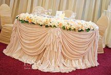 Decoratiuni nunta ivory cu aranjamente din trandafiri / www.issaevents.ro
