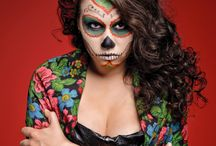 Dia de los Muertos Day of the Dead on Growing Up Bilingual / Easy to Make Party Ideas for Day of the Dead or Dia de los Muertos.  Day of the Dead crafts and DIY, Day of the Dead party food and Day of the Dead decor and face painting.