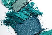 Kleur - teal / Teal geeft verkoeling de kleur is kalm, maar hoe pas je het toe in je interieur? Als je er toch zelf niet uitkomt welke kleur je waar wilt gaan toepassen, help ik je graag verder met een kleuradvies aan huis. Kijk op www.kleur-advies.nl.