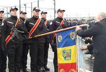 """Decorarea Drapelului de luptă al Brigăzii Antiteroriste / În semn de apreciere pentru profesionalismul, modul de organizare şi executare a activităţilor de prevenire şi combatere a terorismului, domnul președinte Traian Băsescu a conferit Ordinul Naţional """"Serviciul Credincios"""" - în grad de Cavaler Drapelului de luptă al Brigăzii Antiteroriste."""