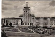 1948-1968 / Tato nástěnka slouží jako inspirační zdroj při tvorbě knihy Vzkazy domů o významných českých emigrantech.