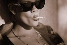 Smokin' Celebs / They're just like us!