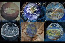 FLAT EARTH-TERRArium-The world as a giga research bio station placed in a Petri dish under water,? / Před pár lety napsal Eric Dubay knížku, kde uvádí 200 důkazů o tom, že naše Země není kulatá. Mnoho z těchto důkazů si může každý člověk ověřit vlastním pozorováním, přičemž neexistuje jediný důkaz kulatosti země, který by si člověk mohl sám ověřit. Níže je prvních sto důkazů přeložených do češtiny, ty by měly stačit na to, aby člověk začal zkoumat, kde je pravda, a přestal se vysmívat a papouškovat, co mu od mala nahustili do hlavy.  Více zde: http://www.placata-zeme.cz/