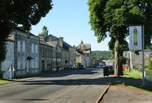 Launois-sur-Vence / Launois-sur-Vence, village étape, situé à l'est du village de Faissault, et à l'ouest de Poix-Terron et de Montigny-sur-Vence. Les grandes villes proches sont, en parcourant l'A34 (dont l'échangeur se trouve à 8 km), vers le sud-ouest, Rethel puis Reims et vers le nord-est, Charleville-Mézières. Situé au centre des Crêtes préardennaises, le village est environné par un paysage de basses collines boisées et herbeuses.