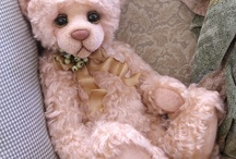 Teddy bears / Stuffed animals.
